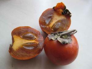 Фото плодов хурмы с косточками в разрезе