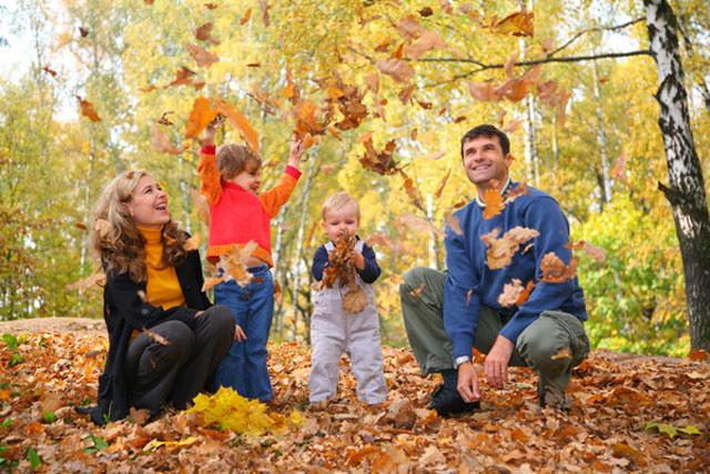 прогулка в парке осенью фото